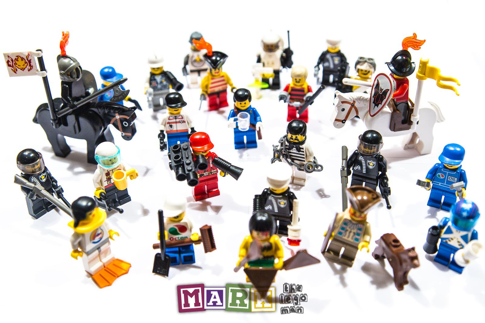 24x Lego Minifigures minifigs with 2 accessories, some with 3. 2 ...