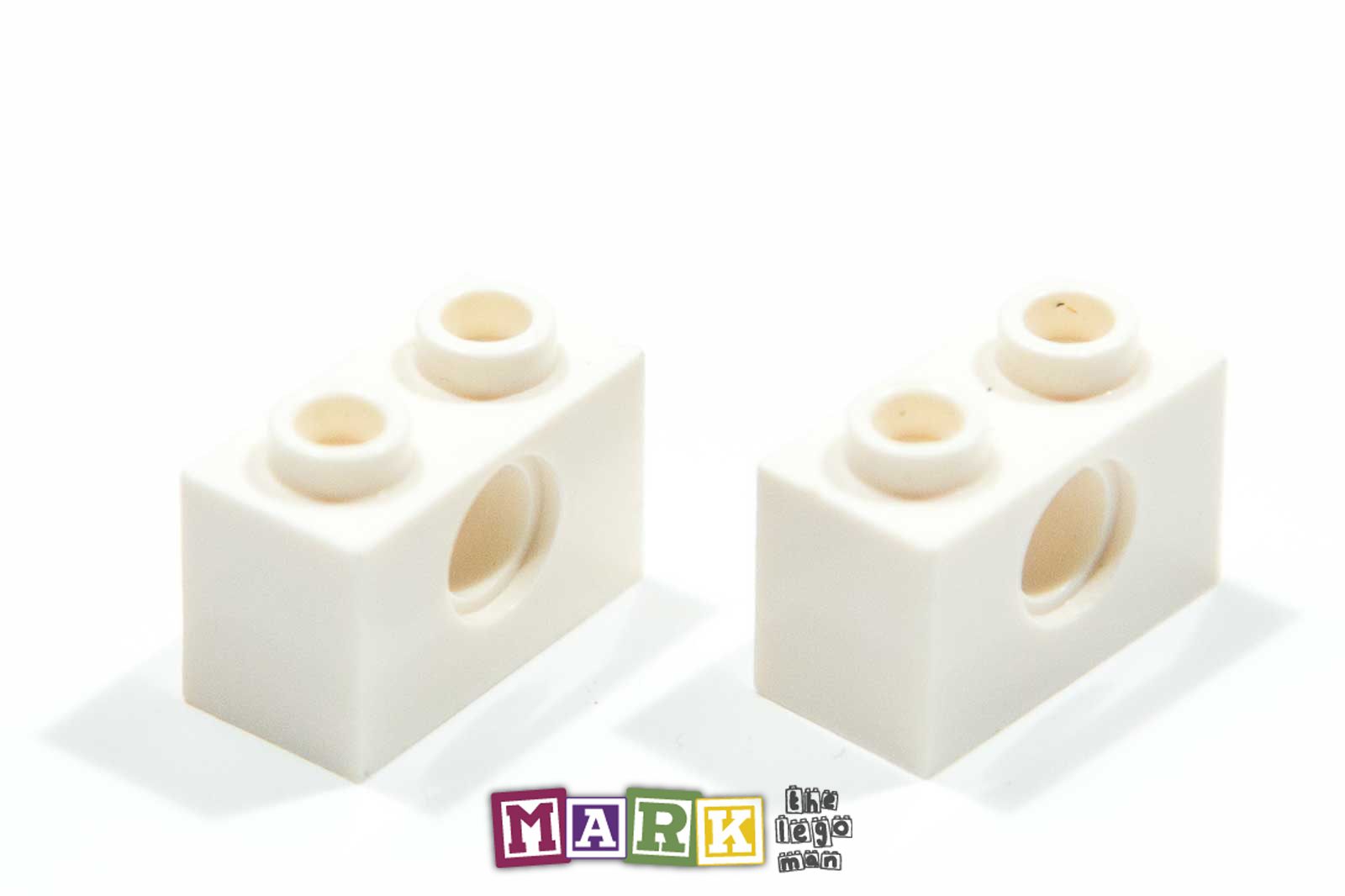 Pack of 2 Lego 3700 1x2 Technic Brick with hole 370001
